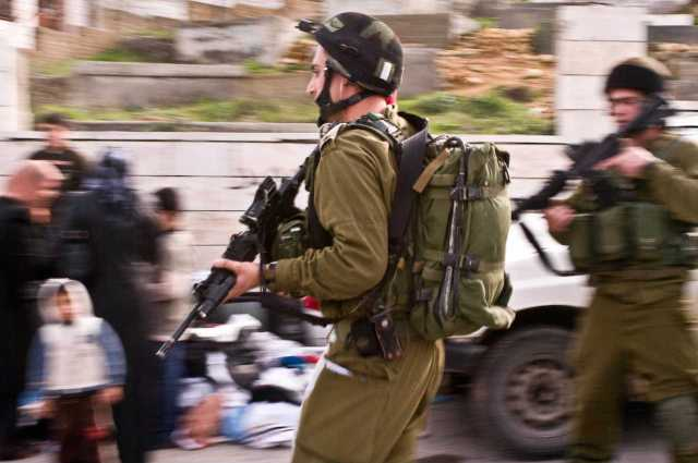 An Israeli army unit storms Hebron's Casbah (January 28th 2010)
