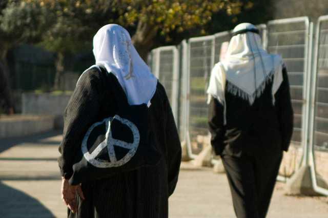 An elderly Palestinian couple near Damascus Gate, Jerusalem (January 2010)
