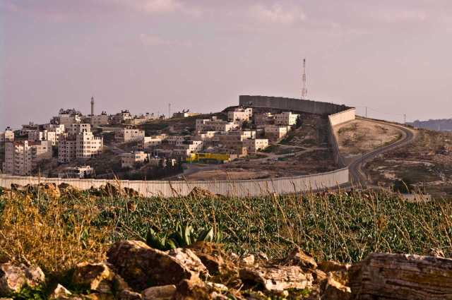 Long view, the separation wall in Abu Dis, East Jerusalem (January 2010)